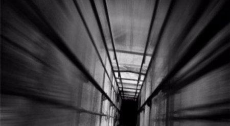 В Астане снова сорвался лифт с пассажиром