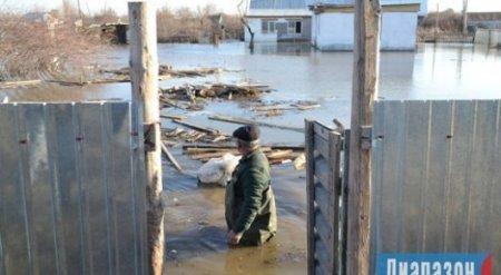 Чиновники жителям затопленных по пояс домов в Актобе: Жить можно