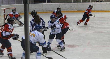 Массовая драка произошла между хоккеистками на чемпионате РК
