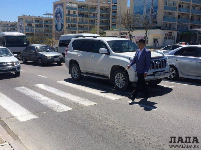 На пешеходном переходе в Актау водитель внедорожника сбил женщину
