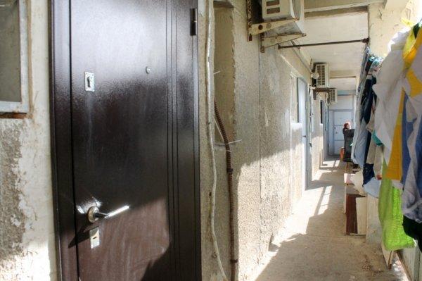 Под предлогом травли тараканов в Актау мужчина обокрал 83-летнюю пенсионерку