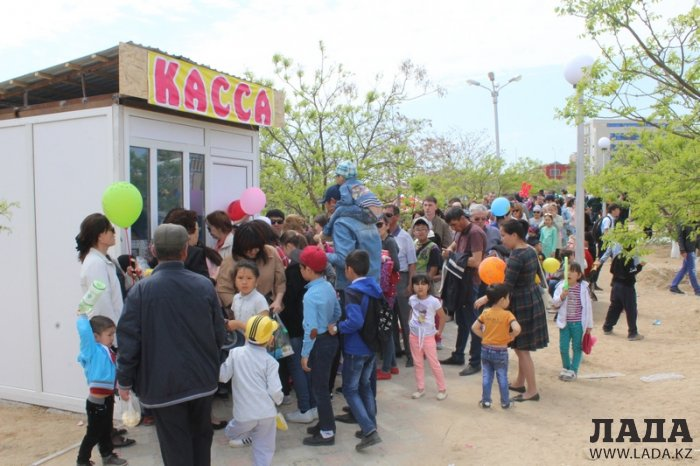 Жители Актау смогли прокатиться на колесе обозрения в парке «Акбота»