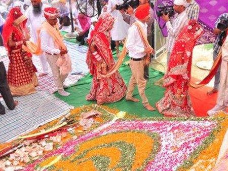 Деревянные биты для мужей-алкоголиков подарили невестам в Индии