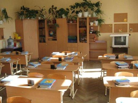 В Актобе директор школы заставляла учителей убирать у нее дома и готовить еду