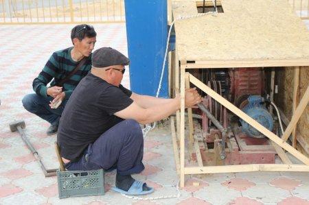 В Актау несколько человек застряли на колесе обозрения из-за сбоя в работе оборудования