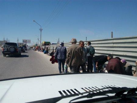 Блошиный базар на дороге!