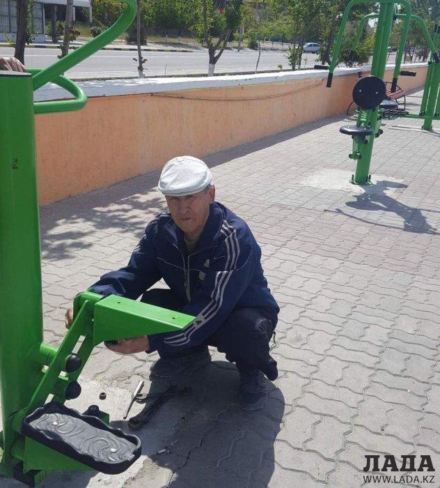 Неравнодушный отремонтировал тренажер на набережной