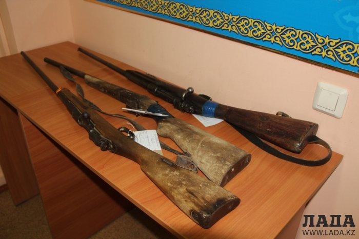 За месяц жители Мангистау сдали в полицию 80 единиц огнестрельного оружия