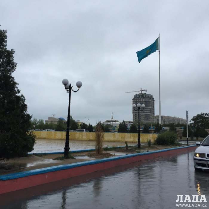 Дождь в Актау глазами пользователей социальных сетей