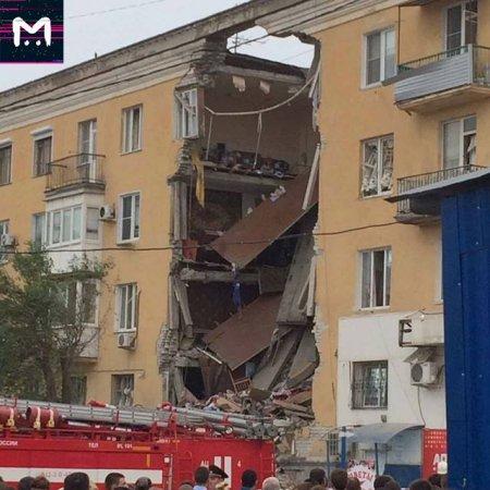 В российском Волгограде после взрыва обрушился многоэтажный дом