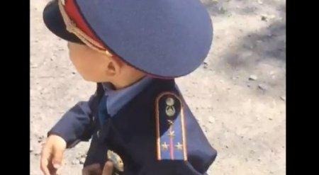 Видеозапись с мальчиком-полицейским на дороге изучили в МВД РК
