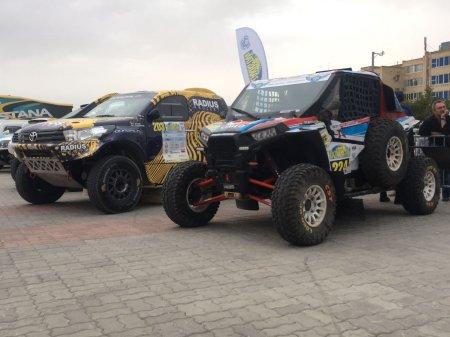 Пятый этап Кубка мира по ралли-рейдам Rally Kazakhstan-2017 стартовал в Актау
