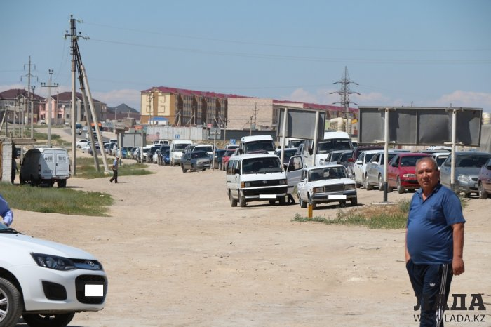 Водители Актау пожаловались на многочасовые очереди за газом