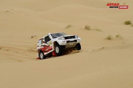 Экипаж из Катара победил во втором этапе Rally Kazakhstan-2017 в Актау