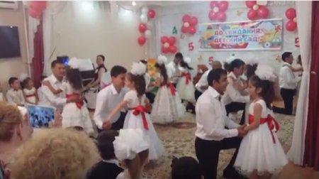Трогательный танец пап и дочек. ВИДЕО