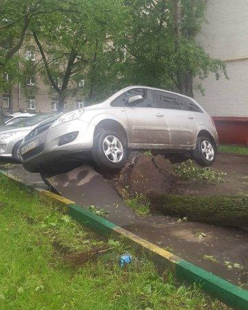 Ураган устроил апокалипсис в Москве: Погибли 11 человек, 70 травмированы