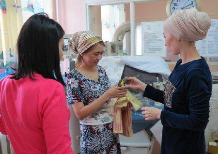 Волонтеры клуба «28 петель» помогают врачам перинатального центра Мангистау выхаживать детей с низким весом