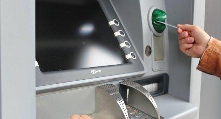 Клиенты Казкома сообщают о массовых списаниях денег с карт
