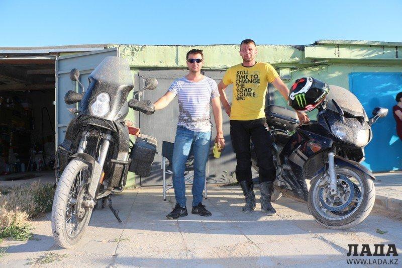 Двое жителей Актау совершили мотопутешествие до Байкала