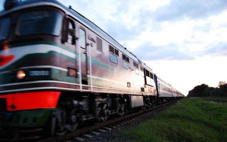 Поезд сбил автомобиль на железнодорожном переезде в Костанайской области