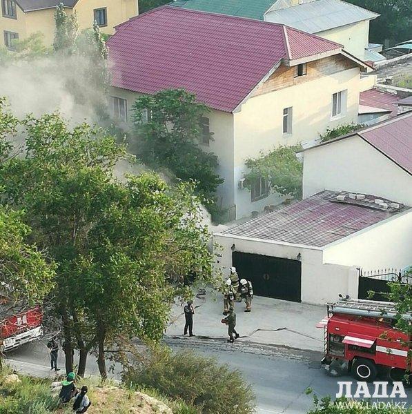 В гараже частного дома в 14 микрорайоне Актау произошел пожар