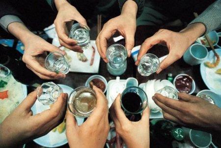Среднестатистический казахстанец выпивает 8,7 литра чистого спирта в год – ВОЗ