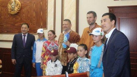 Путешественники из Венгрии намерены преодолеть путь от Актау до Астаны на лошадях