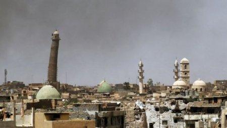 """Террористы взорвали главную мечеть Мосула с """"падающим"""" минаретом"""