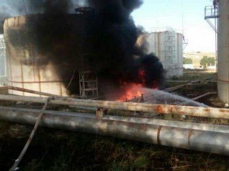 Горит нефтебаза в Шымкенте: погиб человек