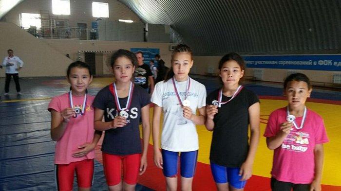 Спортсменки из Актау завоевали пять медалей на турнире по вольной борьбе в России