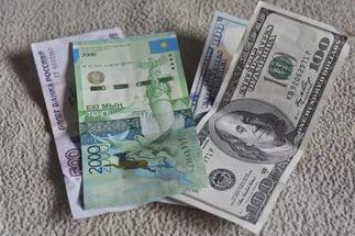 Курс доллара в праздничные дни составит 324 тенге