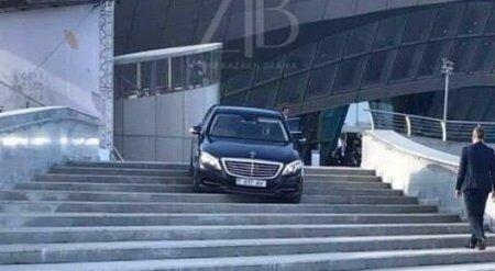 Заехавшего на ступени Конгресс-центра водителя Mercedes отыскали полицейские Астаны