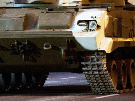 Выпускник школы в Великобритании приехал на бал на танке