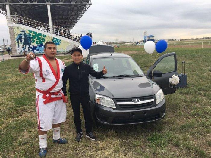 Актауский борец Нурдаулет Жарылгапов стал чемпионом республиканского турнира по казакша курес в Павлодаре
