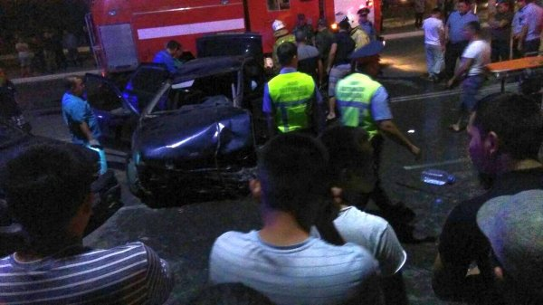 Водителя автомобиля Opel зажало в машине после ДТП в Актау