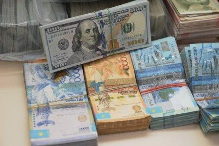 Доллар нацелился на отметку 327 тенге