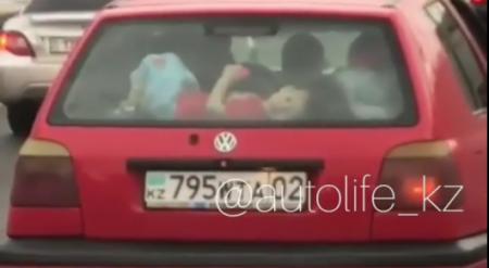 Ребенок в багажнике попал на видео: полиция Алматы разыскала водителя авто