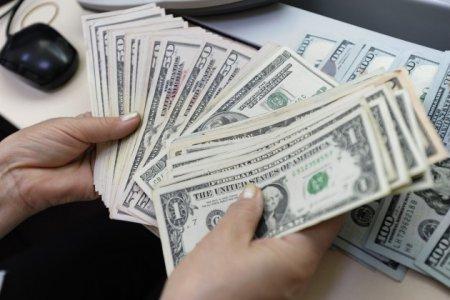 Доллар достиг планки в 328 тенге