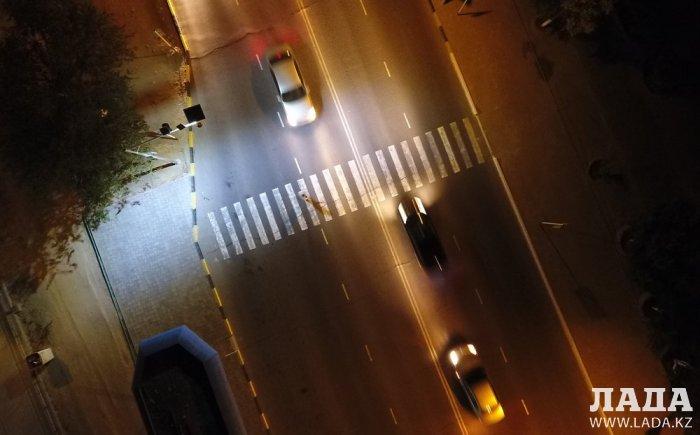 У пешеходного перехода в 5 микрорайоне Актау установили интеллектуальную систему уличного освещения