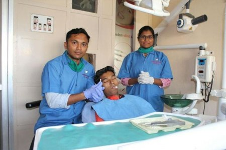 Жителю Индии вырвали самый длинный зуб в мире
