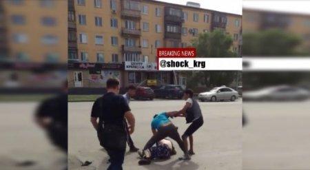 В Караганде очевидцы сняли на видео драку водителей