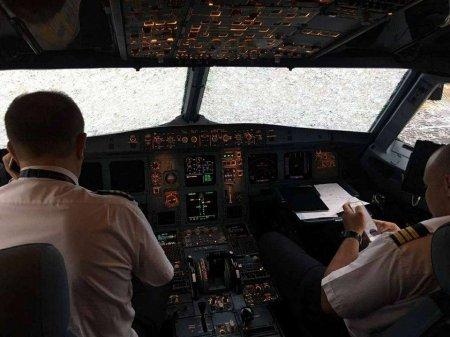 Украинские пилоты вслепую посадили изувеченный градом самолёт в Стамбуле