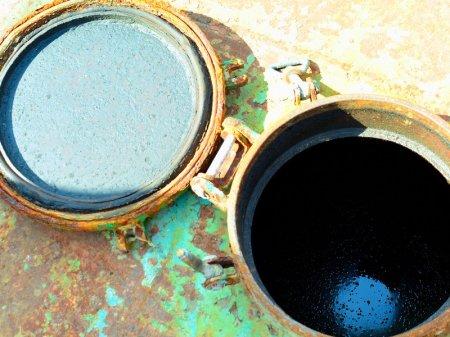На танкере «Аракс» по-прежнему находятся нефтесодержащие продукты