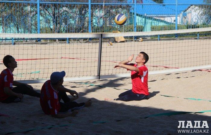 В Актау стартовал чемпионат Казахстана и международный турнир по пляжному волейболу среди инвалидов