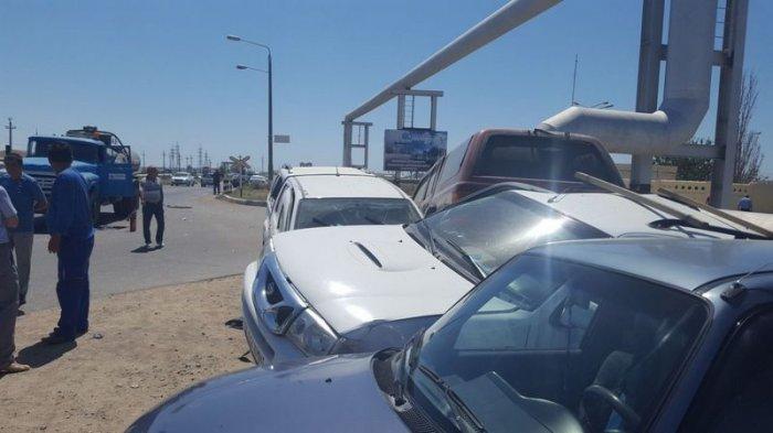 В Актау автомобиль Toyota Hilux протаранил три припаркованные на обочине машины