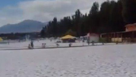 На Иссык-Куле в разгар лета выпал снег