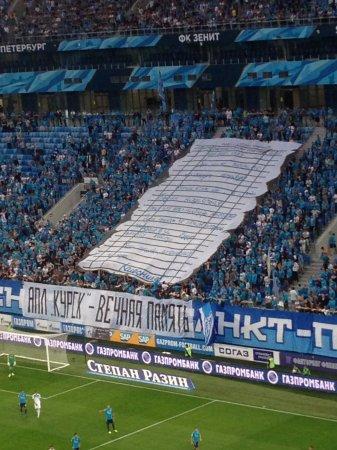 Фанаты «Зенита» растянули баннер в память погибших моряков «Курска»
