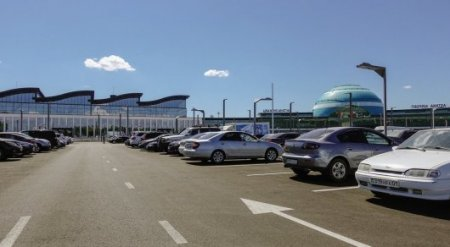 """""""Люди не читают"""". В """"Астана LRT"""" прокомментировали цены на парковку в аэропорту"""