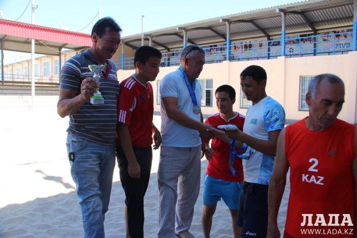 Чемпионом Казахстана по пляжному волейболу среди инвалидов стала команда из Актау