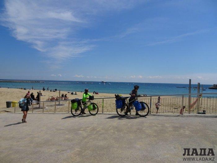 Путешественницы-велосипедистки из Швеции побывали проездом в Актау
